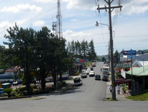 The main road into Nuevo Arenal at the intersection of the lake highway.