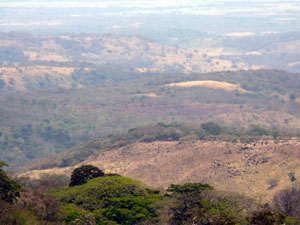 On the northwestern side, steep foothills lead to the Guanacaste lowlands.