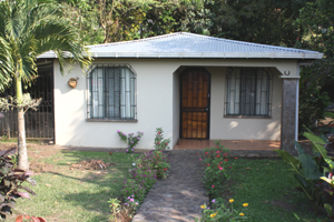 The home is on the paved Tronadora road 10 minutes from Tilaran.